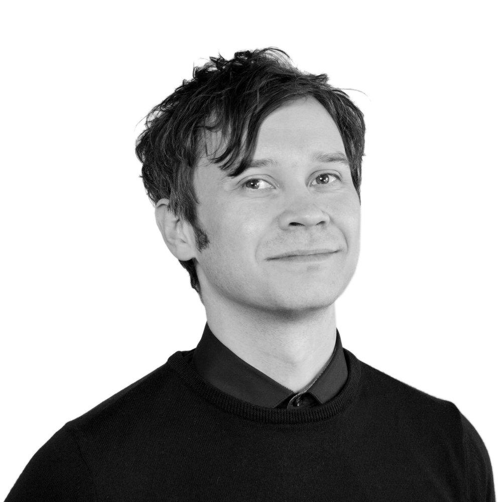 Rune Simonsen    Tlf: 489 90 095    E-post    (Vikar for Anette Tunheim Jakobsen)  Bookingansvarlig for Tvibit Scene og kurator for musikkfaglig tilbud gjennom Tvibit Musikk og Kofor