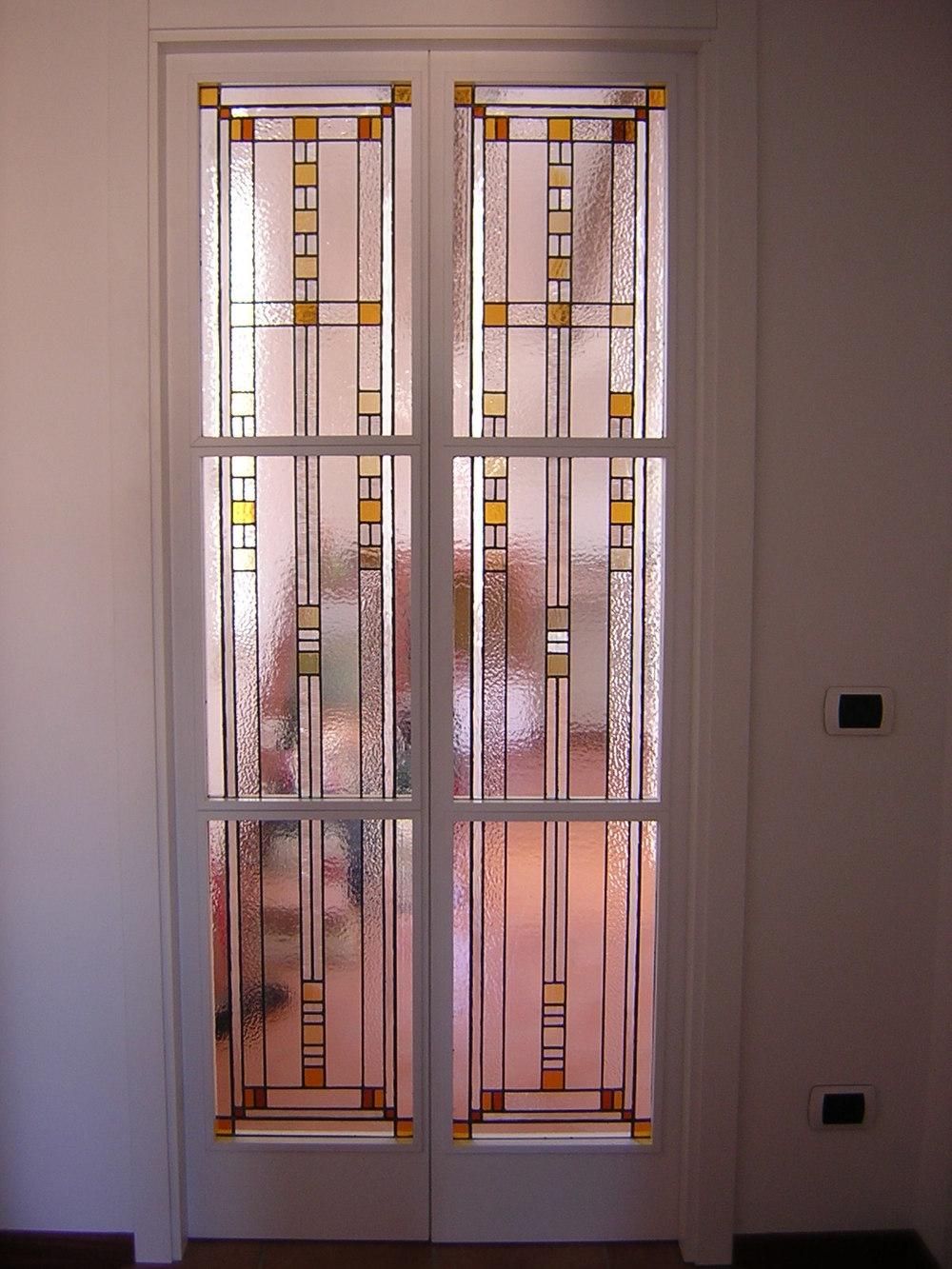 vetrata-geometrica-porta.JPG