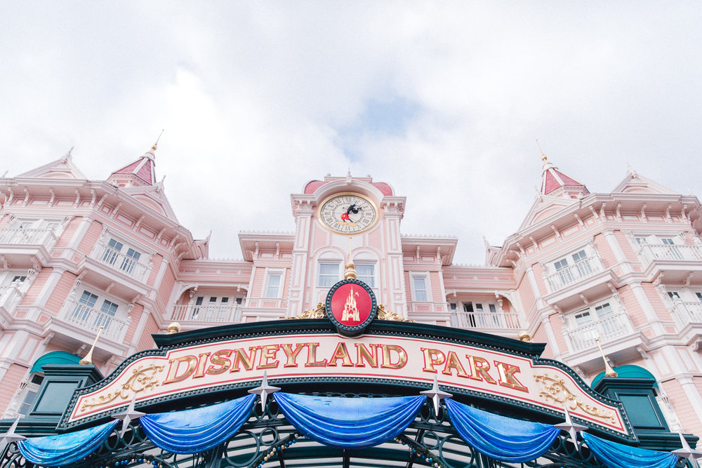 Chen Sands Paris Photographer Disneyland in Winter Engagement 1.jpg