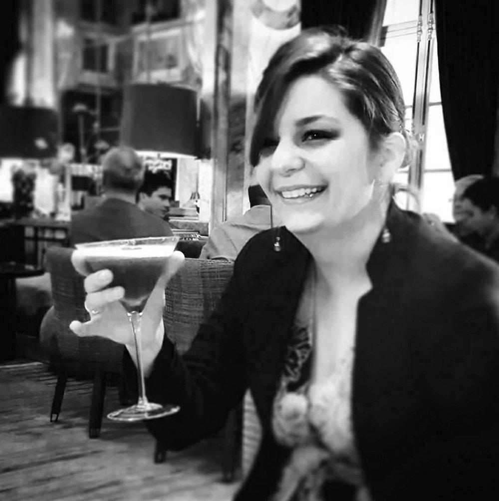 Vins-des-Pyrénées-bar-1905-Paris-bar-terrasse-cocktails-barmaid-Adèle-Fardeau.jpg