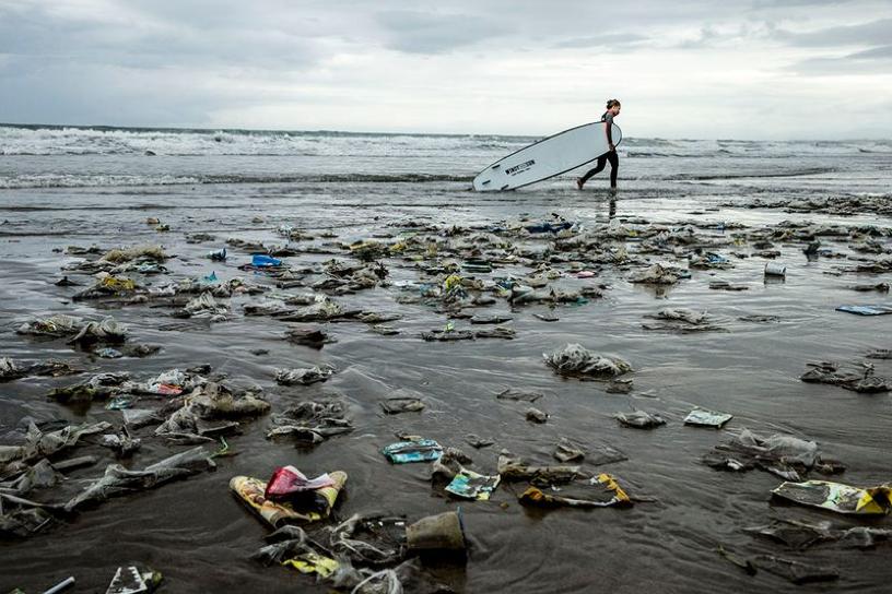 Kitesurfing - Plastic in the Ocean.png