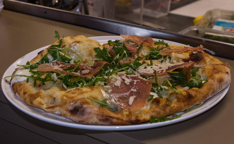 pizza1web2.jpg
