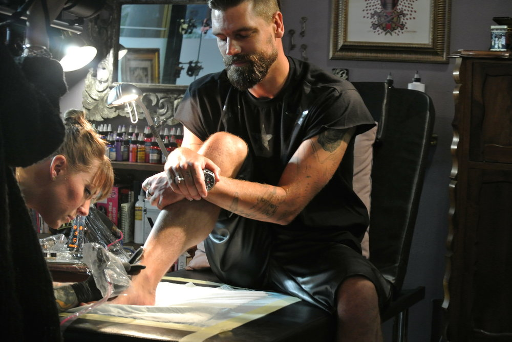 Brett being tattooed by Tamar in Cape Town.JPG