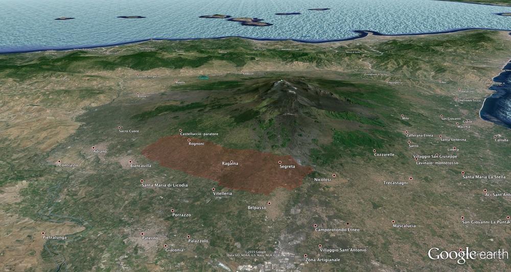 L'immensa area viticola intorno all'Etna, il più grande vulcano d'Europa – l'area rossa indica il versante Sud-Ovest dell'Etna DOC [questa rappresentata è un'approssimazione di Aristide a puro scopo indicativo, non indica con esattezza i confini dell'Etna DOC in quel versante - clicca l'immagine per ingrandire]