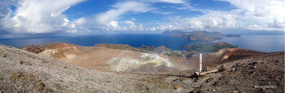 Le Isole Eolie viste dalla sommità di Vulcano