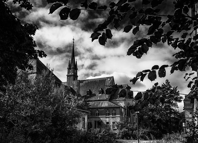Scary Manor 2.jpg