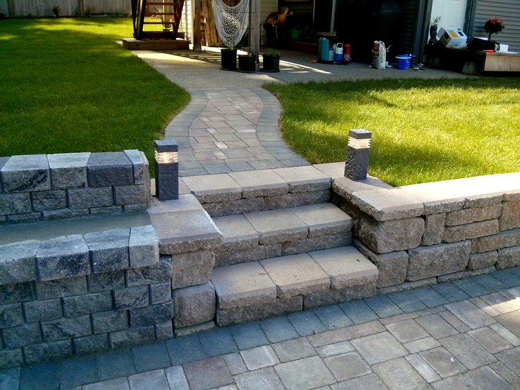 retaining+wall+and+stairs.jpg
