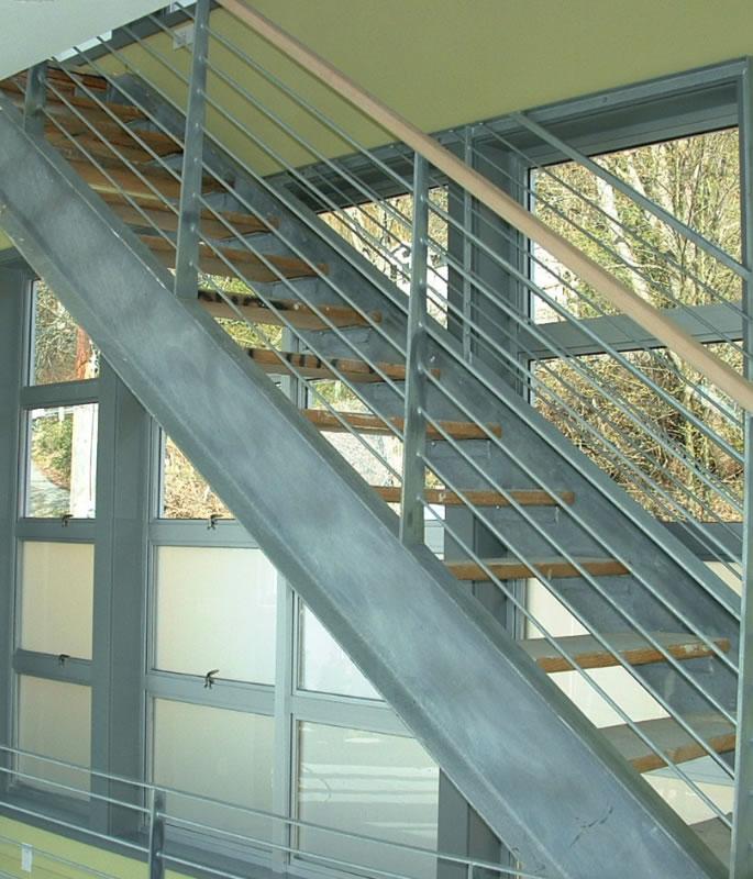 Lk-Sammamish-stairway-green-wall-2.jpg