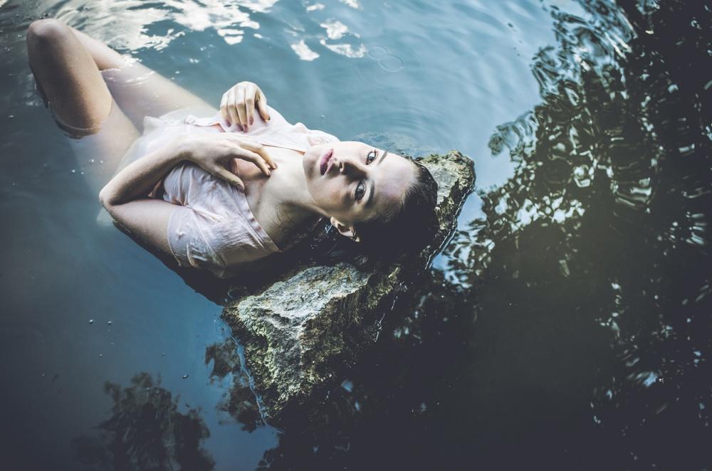 Víťa je sympatický fotograf plný skvělých nápadů a s nádherně upravenými přirozenými fotkami. Radost fotit :) Zuzka
