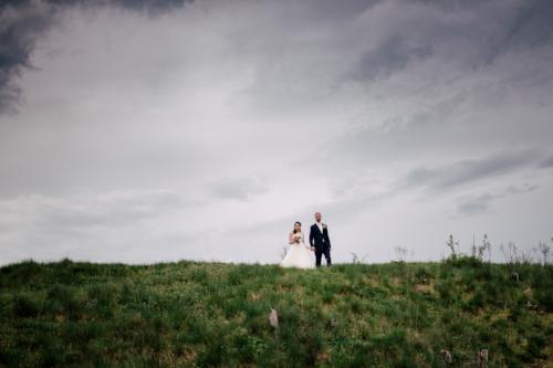 Víťovy skvělé nápady, talent, ochota a stoprocentní spolehlivost nám přinesli krásnou vzpomínku na náš svatební den. Touto cestou bychom chtěli ještě jednou poděkovat za výborně odvedenou práci a děkujeme i za bezva předsvatební focení, které nás jednoznačně utvrdilo v tom, že Víťa je pro nás ten pravý svatební fotograf! Monika a Jakub S.