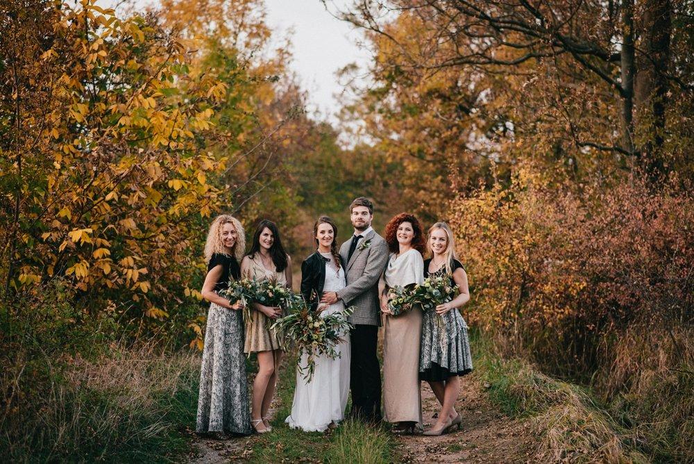 oblečení na svatbu