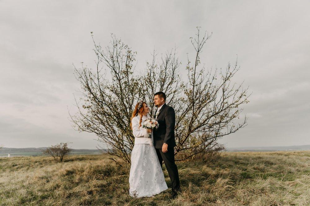 Víťa je nejlepší volbou na svatební fotky! Od začátku perfektní domluva, rychlé reakce, ve všem nám vyšel vstříc, poradil, pomohl. Zasmáli jsme se na předsvatebním focení i na samotné svatbě! Jsem moc ráda, že jsem na něho narazila právě tady na stránkách :) Děkujeme! Fotky mluví za vše <3