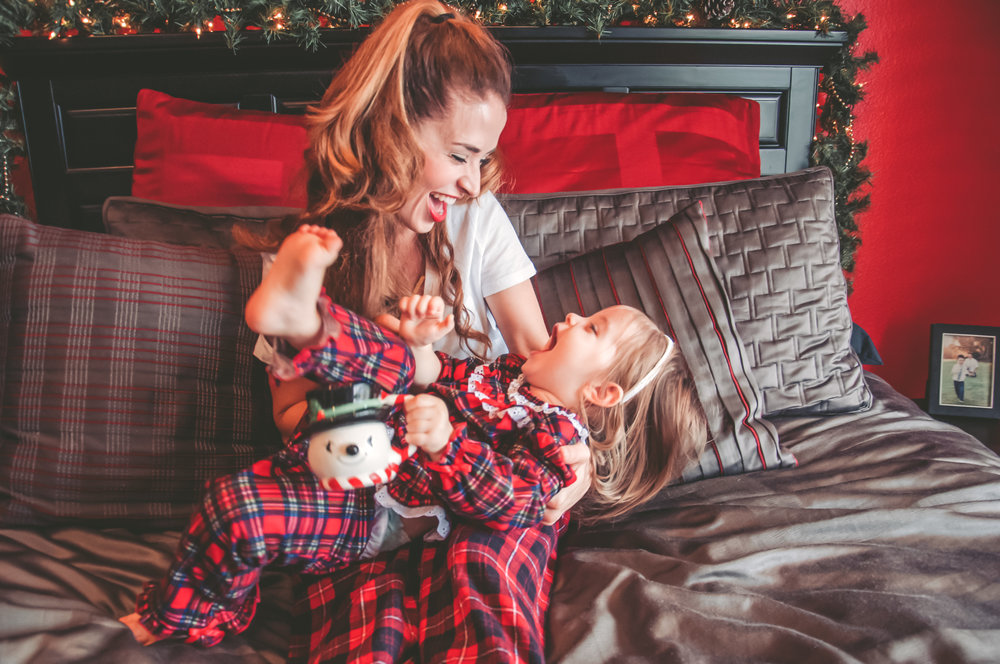 laguna hills holiday in home photo shoot mommy and little girl