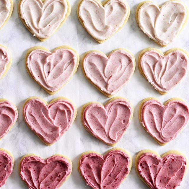 Happy Valentines Day everyone. Spread a little love today 💕 . . . 📸: @theeverygirl_
