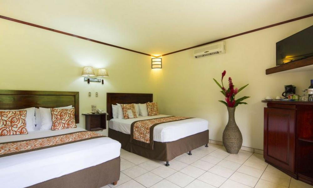 Hotel Arenal Volcano Inn Habitación.png