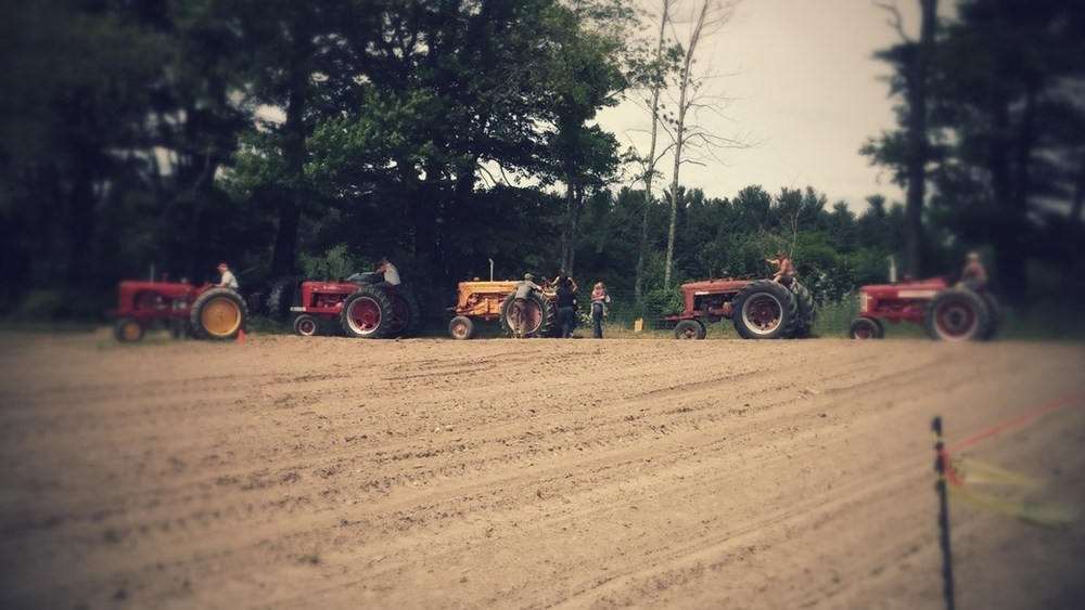 1940's tractor pull competition
