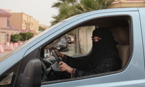 SaudiWomanDrives.jpg