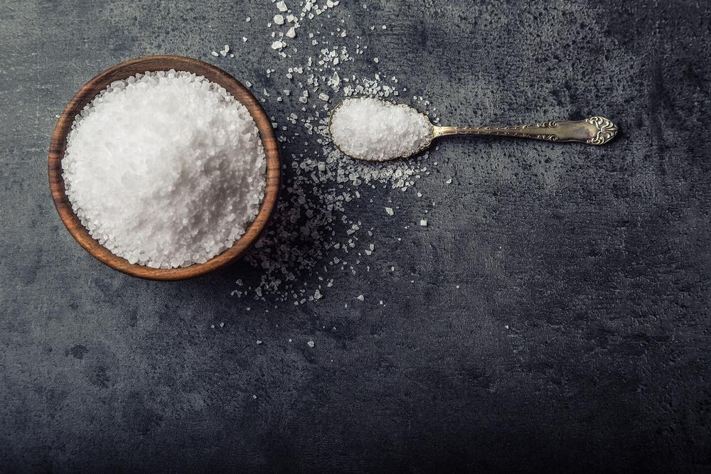 O consumo diário de sal não deve ser superior 1,5 grama (menos que uma colher de chá)