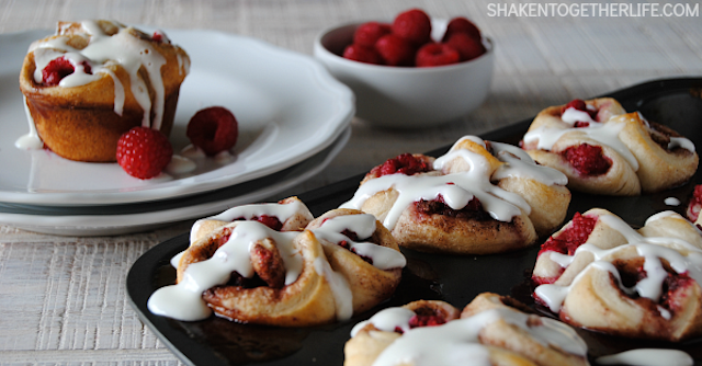 pull-apart-raspberry-sweet-rolls-featured