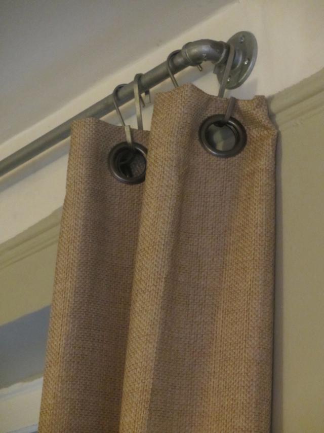swwu-diy-industrial-pipe-curtain-rods-02