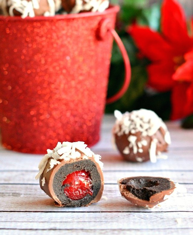 Christmas-Cherry-Filled-OREO-Cookie-Balls