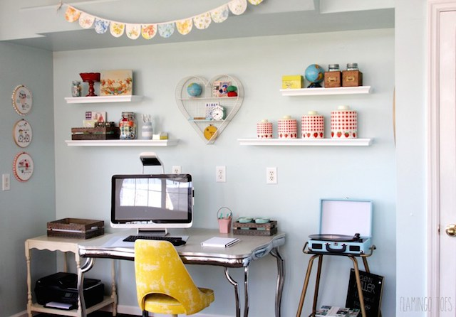 Cute-Retro-Office-Space