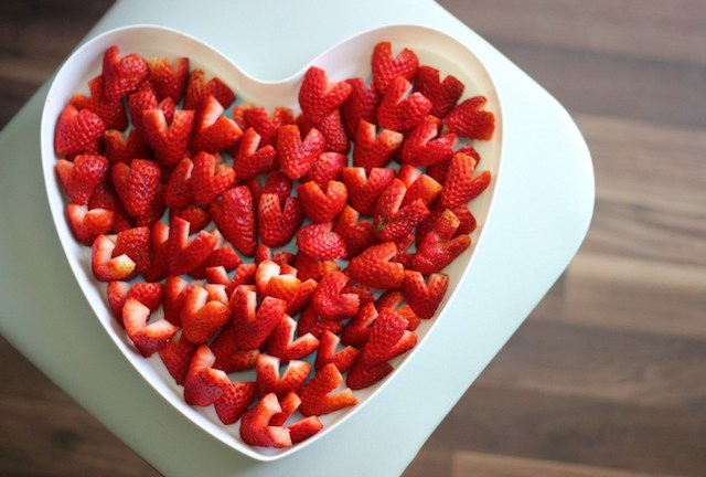 How to Cut Hearts from Strawberries from Gluesticks Blog