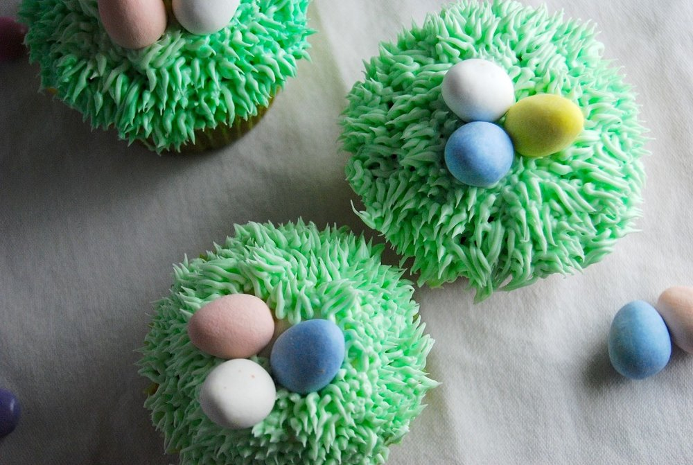 Easter Suprise Cupcakes from  Kids Activities Blog
