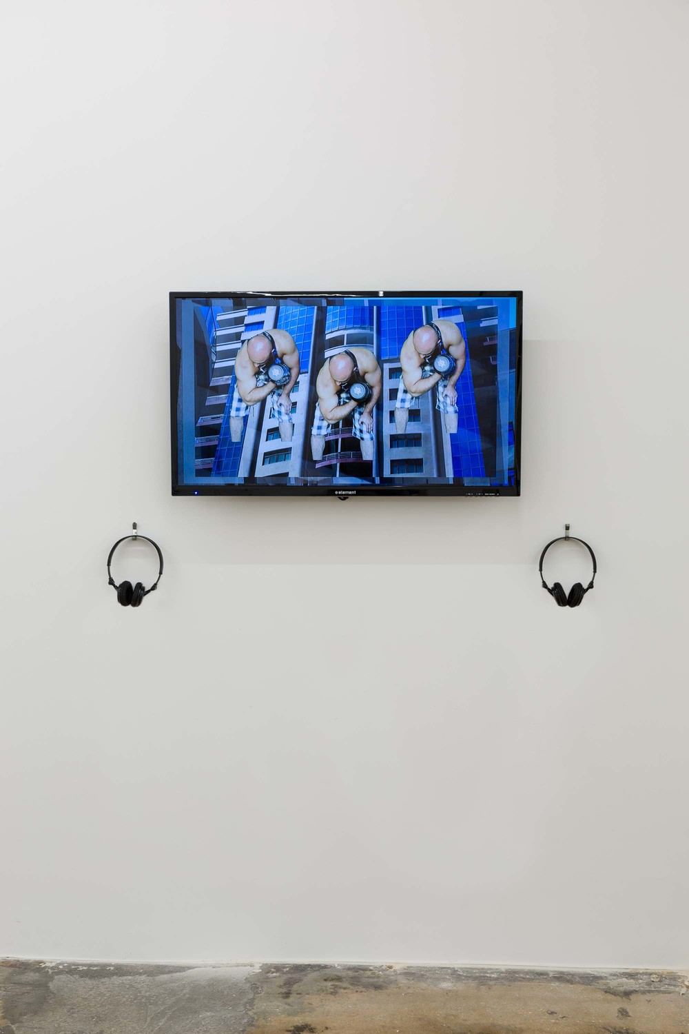 Hannah Black, Bodybuilding, 2015, installation view