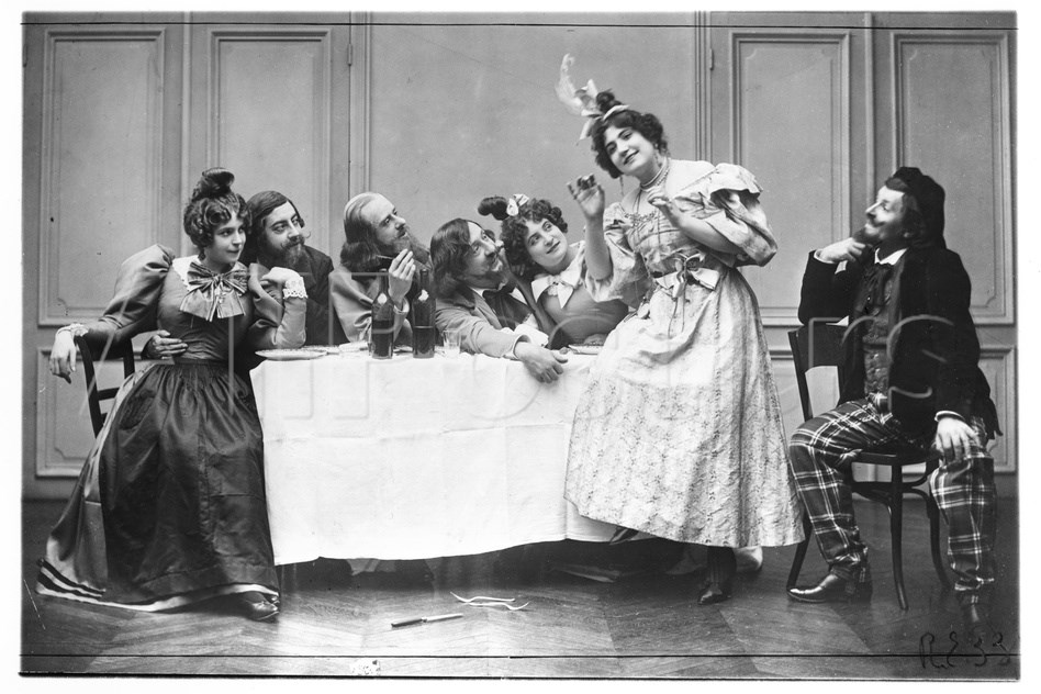 The Cafe Momus scene from an 1899 production of Leoncavallo's  La Bohème .