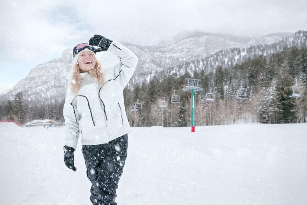 SnowCAP™ technology  alerts potential skiers of fresh powder.