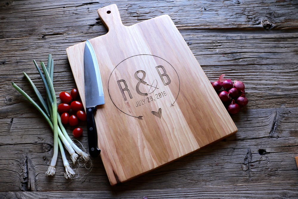 Hickory Paddle Cutting Board with Round Arrow Heart design