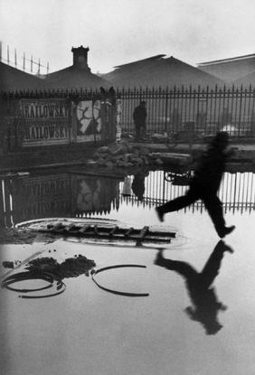 Henri Cartier-Bresson , Place De L'Europe, Gare Saint Lazare, Paris (1932)