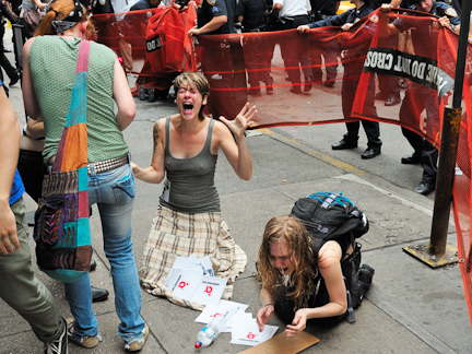 Occupy-Wall-Street-Turns-Violent-1.jpg