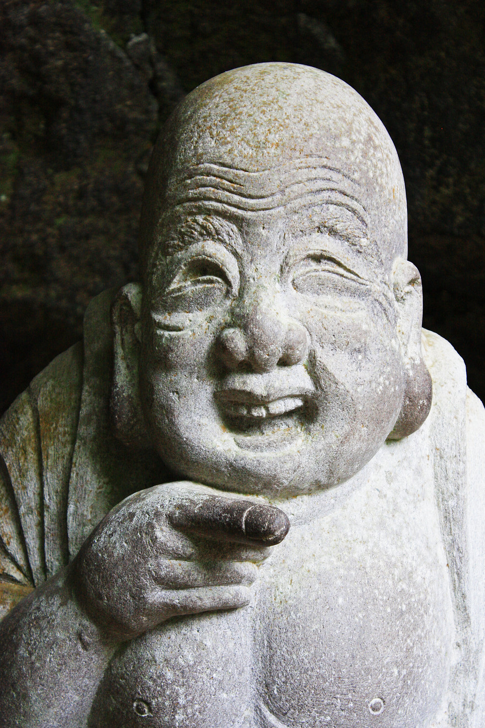 Hotei,_god_of_happiness_at_Jōchi-ji_temple.jpg