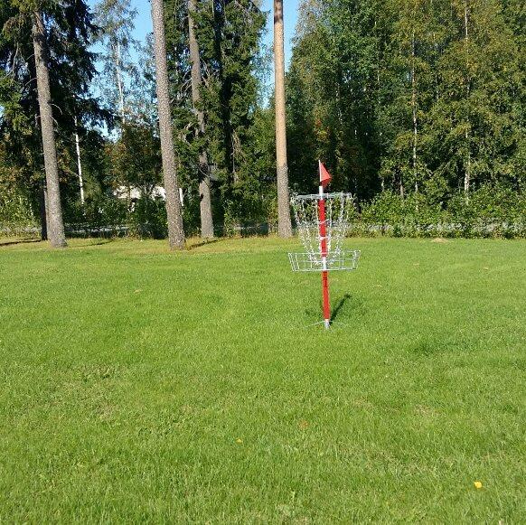 Tänään päästiin testaamaan Leppiksen uutta frisbeegolf- koria #Leppälintu #arjessa #frisbeegolf