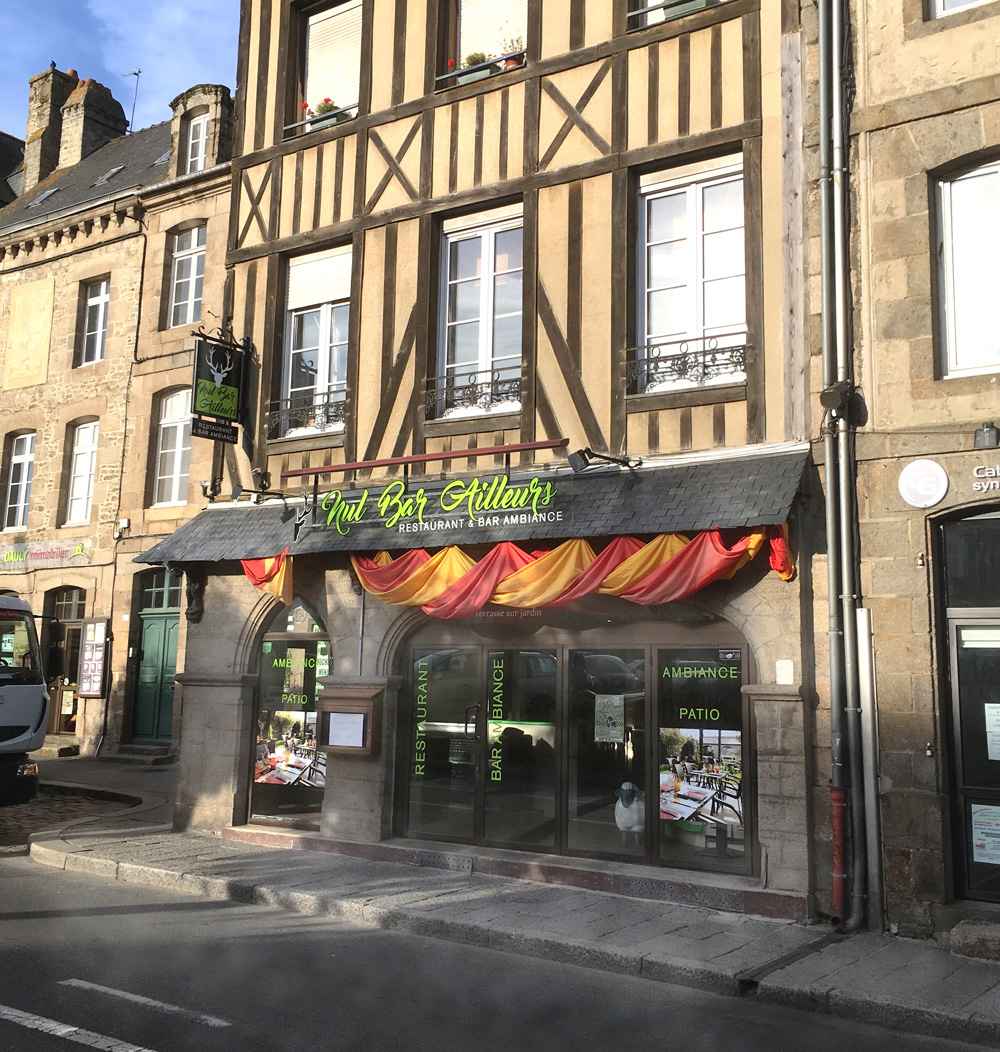 Le Nul Bar Ailleurs  9, place Champ Clos, 22100 Dinan