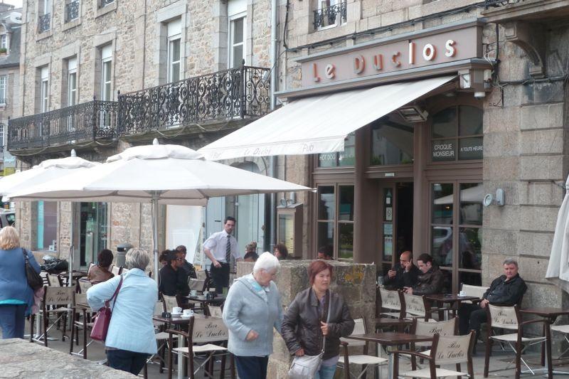 Le Duclos  20, place Duclos, 22100 Dinan