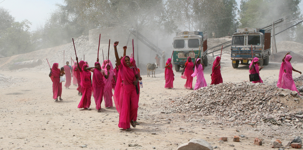 Gulabi Gang_1_Photo by Torstein Grude.jpg