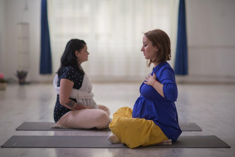 yoga pentru mamici
