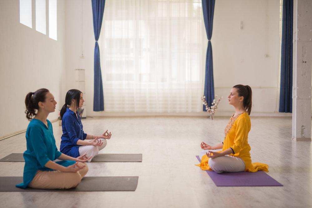 yoga bucuresti, terapie de spate, meditatie