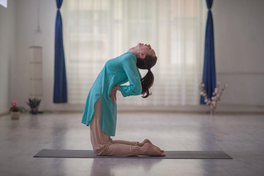 exercitii yoga impotriva durerilor de spate, pozitii yoga pentru coloana vertebrala