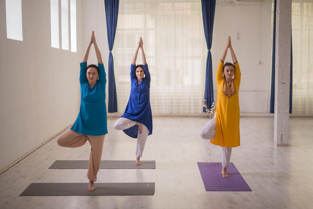 yoga, dezvoltare personala, lectii yoga bucuresti, posturi de yoga pentru spate