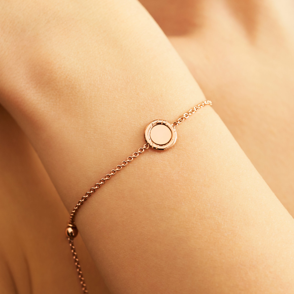closed-circle-fur-bracelet-FC11B-wrist.jpg