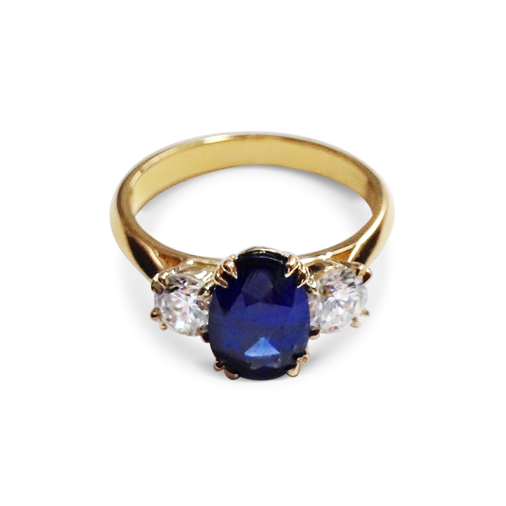Sapphire-and-diamond-three-stone-ring-in-yellow-gold-2.jpg