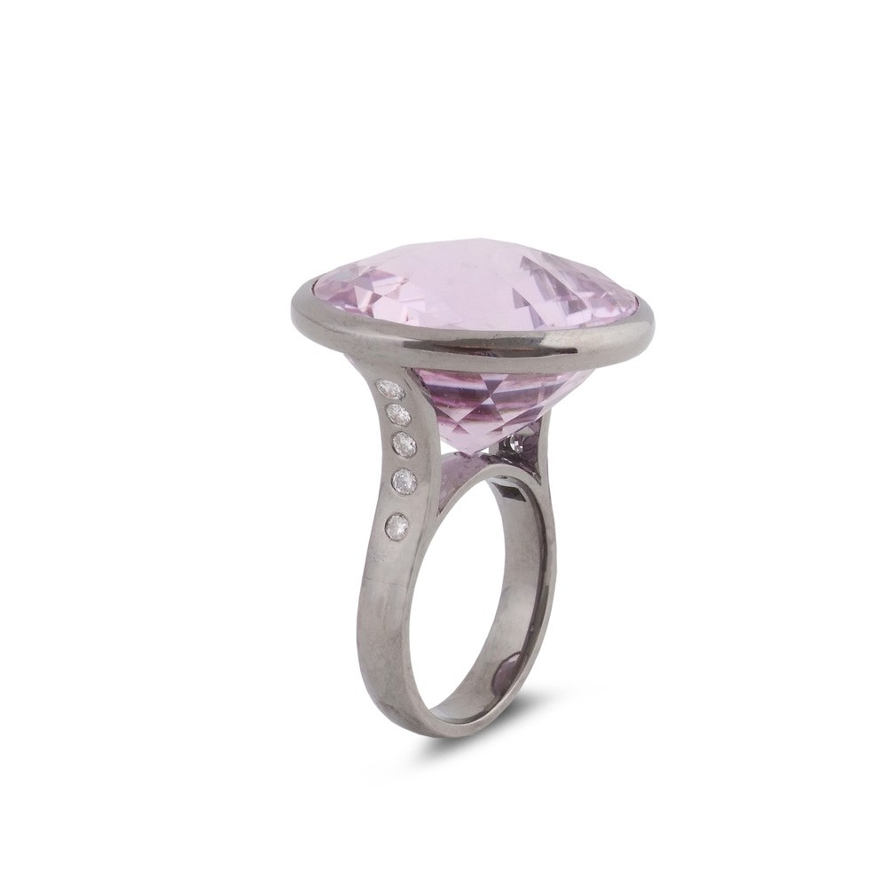 Kunzite satellite ring side view