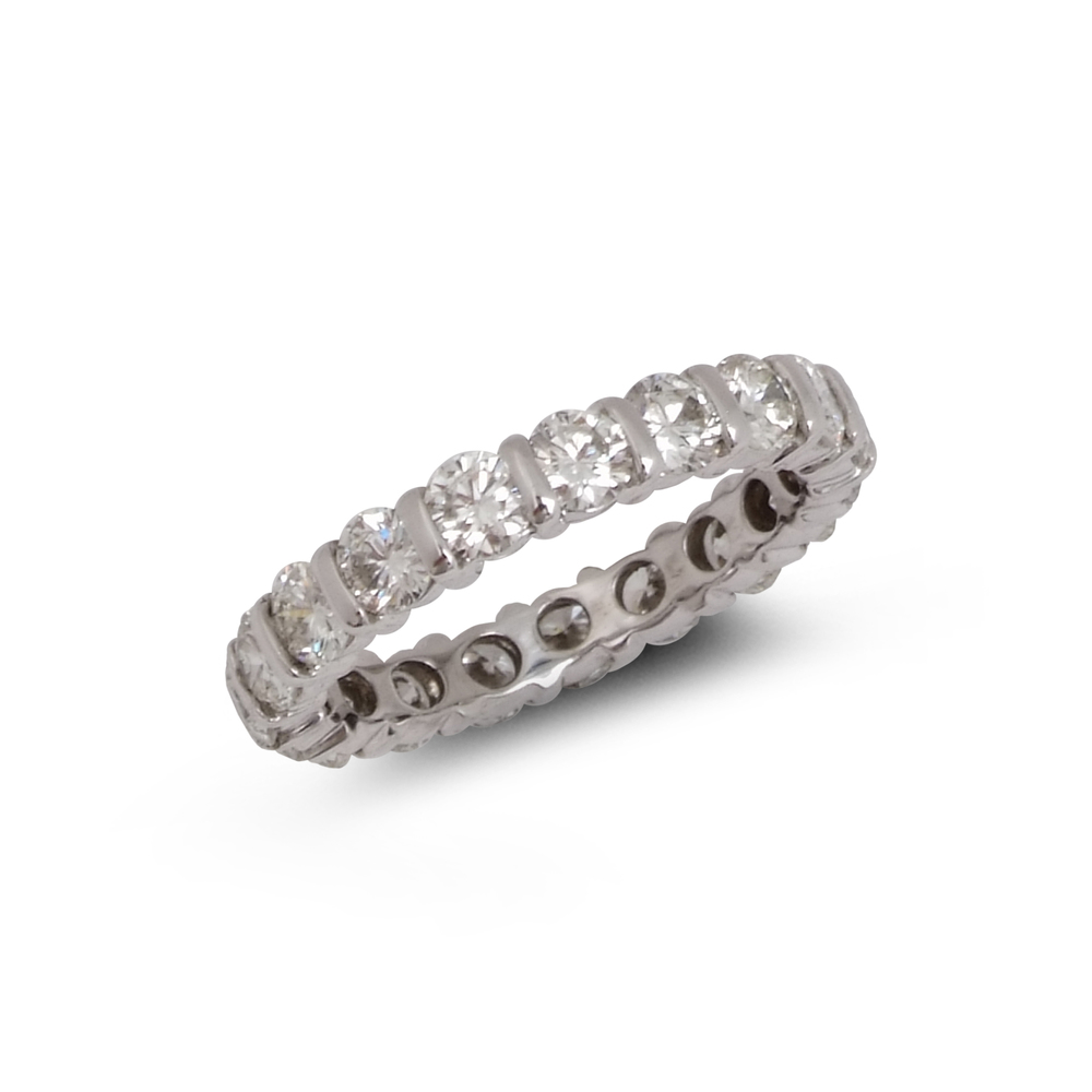 Brilliant-Cut Diamond full enternity ring