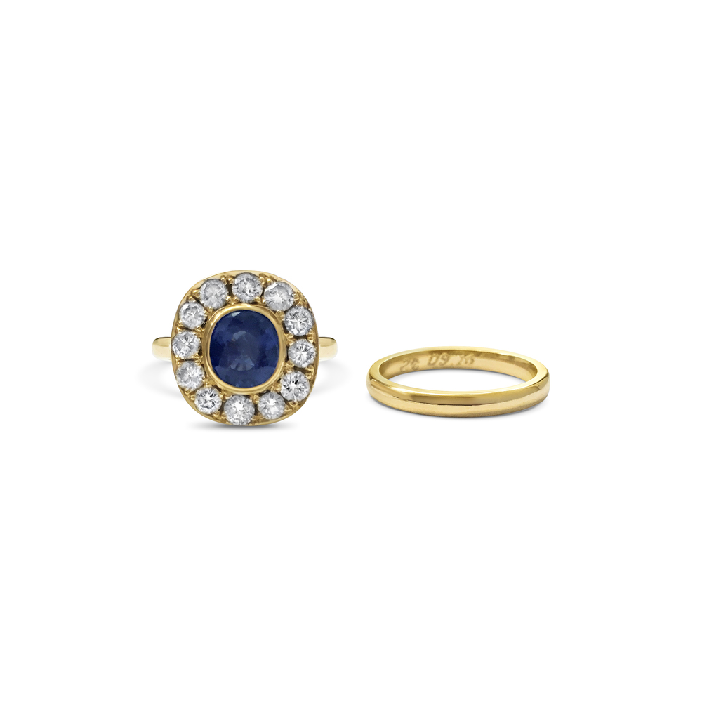 Sapphire-and-diamond-cluster-engagement-ring-in-yellow-gold-3.jpg