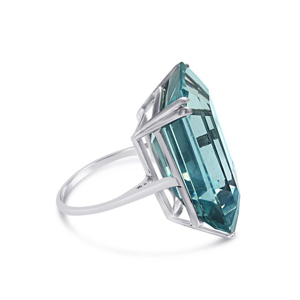 Aquamarine eight claw ring side