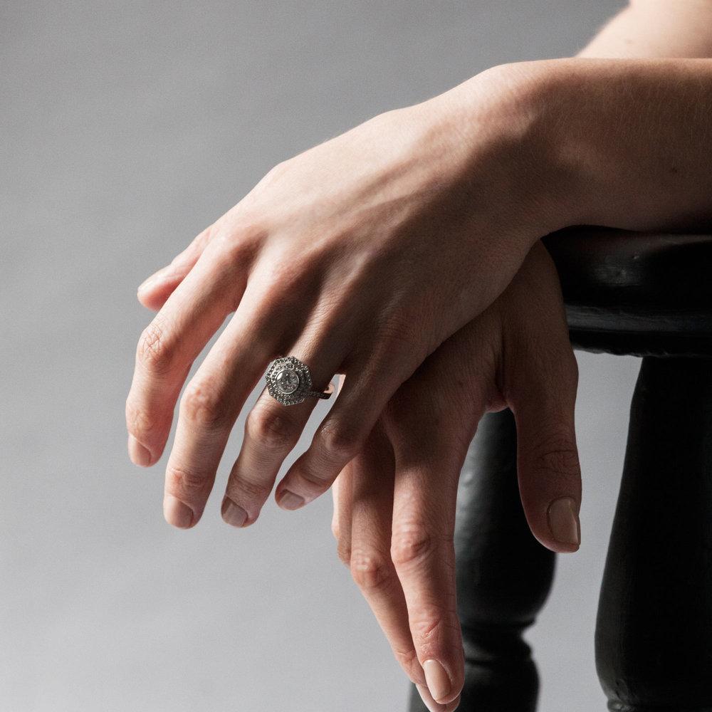 Octagonal diamond target ring hands